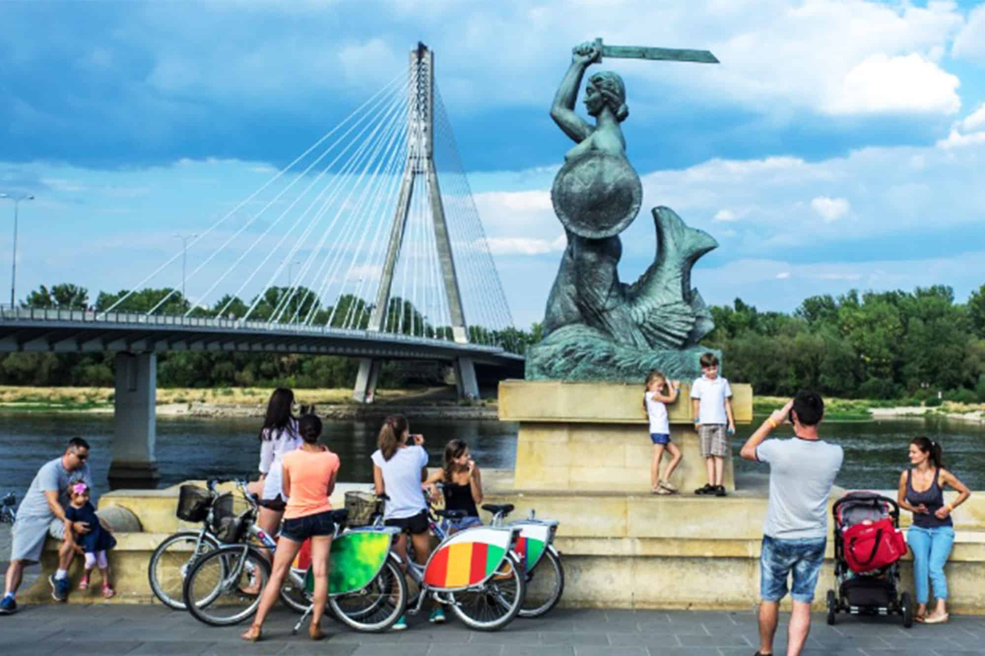 Bike Tour in Warsaw next to the monument of Mermaid