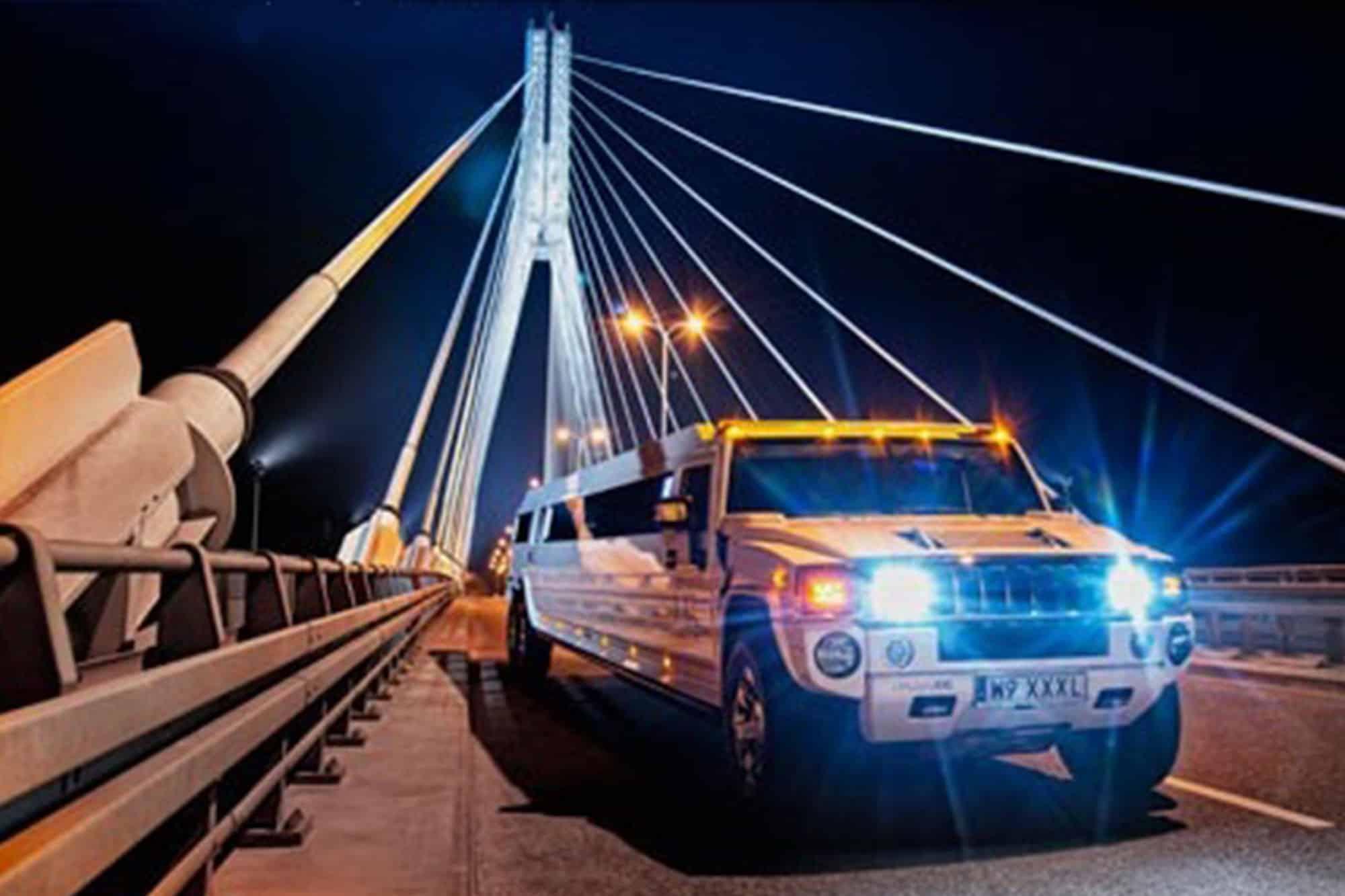 Наш лимузин Hummer на мосту Swietokrzyski в Варшаве