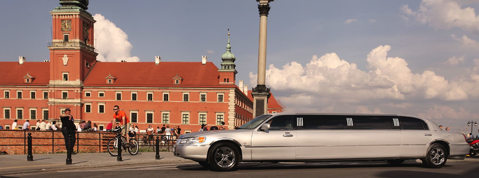Modlin Airport transfer with our lincoln limousine straight to your accommodation in Warsaw