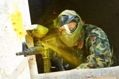Paintball est un moyen cool de passer un week-end de baccalauréat à Varsovie