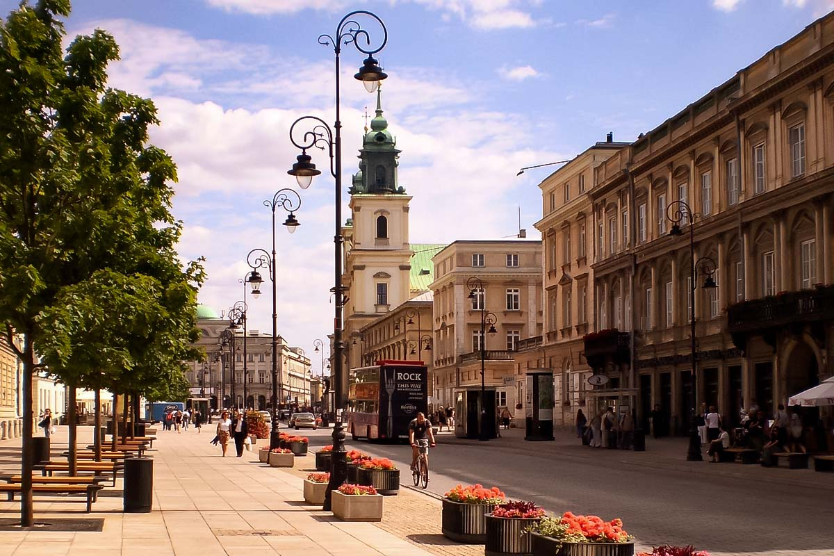 Stroll along the Royal Route street that goes straight from the Old Town. You will see a lot of amazing things during the Warsaw Old Town Tour