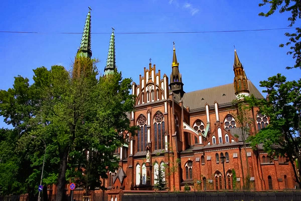 Visit amazing churches on the other side of the Wisla river on a Warsaw Praga Tour