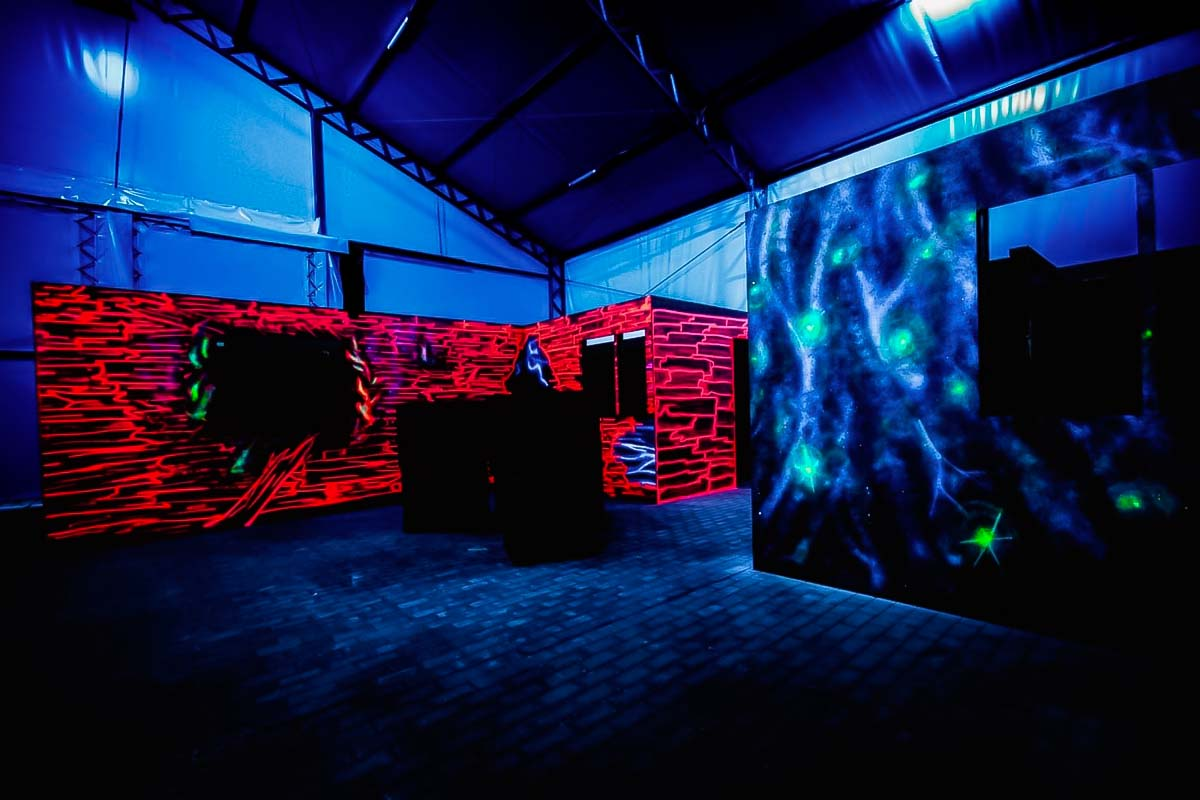 Enjoy the darkness while trying to chase your friends during the lazer tag games in warsaw