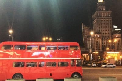 ワルシャワの素晴らしいバスで二階パーティーに参加してください