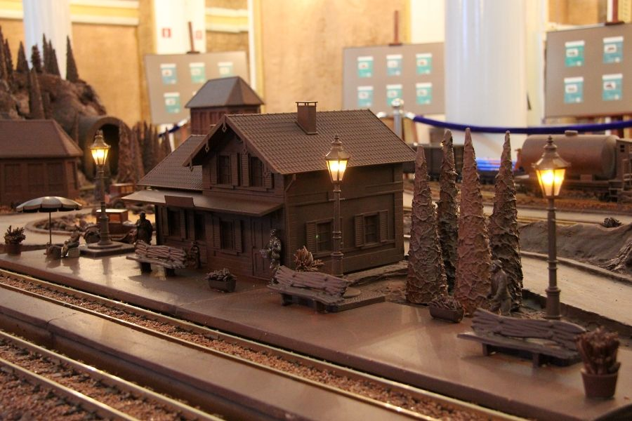 chocolate model - museum station warsaw