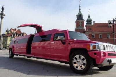这是华沙最好的粉红色豪华轿车
