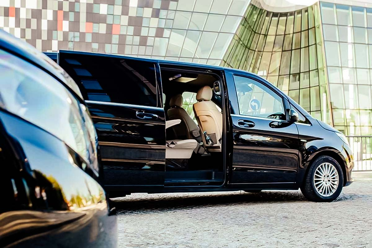 Our private VIP cars will take you and your friends straight to your destination in Krakow